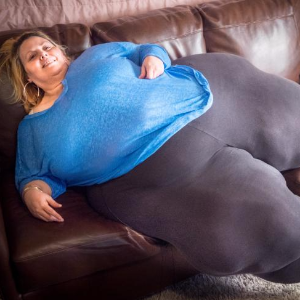 Woman wants the world's biggest hips