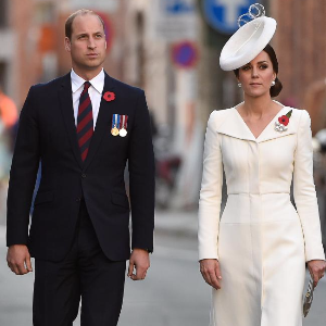 Kate stuns in 'paper plate' hat