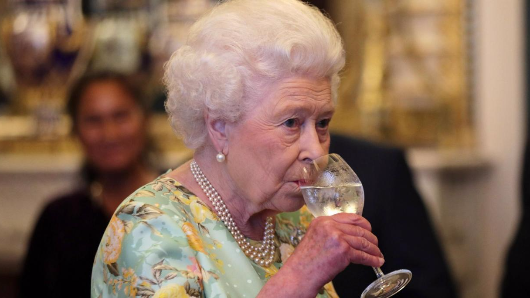 The Queen is a drunker