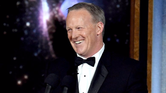 Stephen Colbert brings out Sean Spicer at 2017 Emmys, shocks everyone