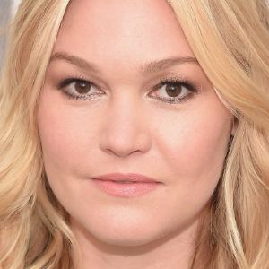 Pregnant Julia Stiles marries fiance Preston J. Cook
