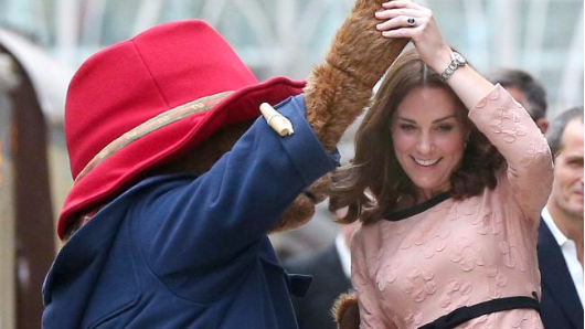 Pregnant Kate kicks up her heels