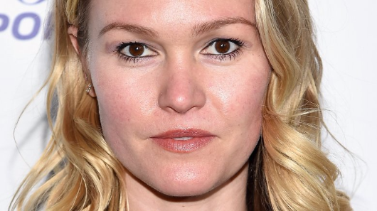 Julia Stiles hits back at mommy-shamers