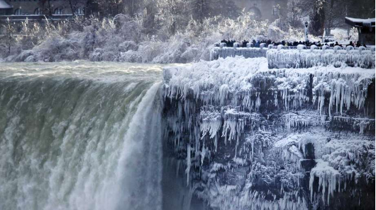 Cold turns Niagara into winter wonderland