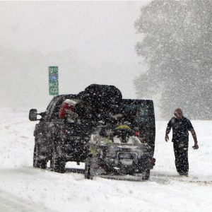 Huge swathe of US hit by winter storm