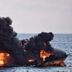 Marine fears as oil tanker sinks off China