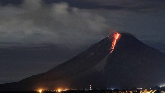 Philippine volcano erupts, 9000 evacuated