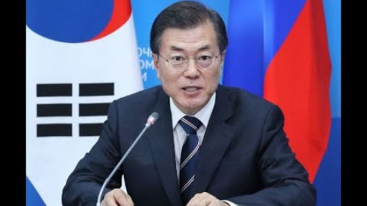 Moon's approval down amid currency dispute